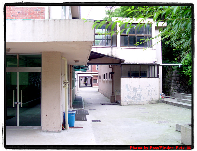 이놈의후즐근한 학교건물은 ㅎㅎ